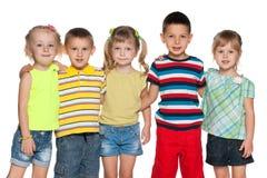 Cinq enfants joyeux Photos stock