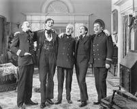 Cinq hommes se tenant ensemble chantants (toutes les personnes représentées ne sont pas plus long vivantes et aucun domaine n'exi Images libres de droits
