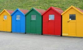 Cinq huttes de plage Image stock