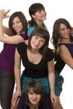Cinq jeunes amis féminins de sourire Photographie stock