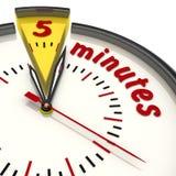 Cinq minutes sur l'horloge illustration libre de droits