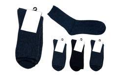 Cinq paires de chaussettes avec le label sur le fond blanc photos libres de droits
