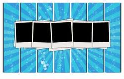 Cinq polaroïds en blanc sur le rétro fond Images stock