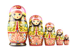Cinq poupées en bois de matryoshka peintes en ornements russes de style traditionnel Photo libre de droits