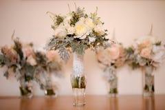 Cinq roses épousant des bouquets Photo libre de droits