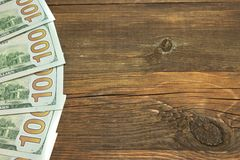 Cinq un fond de Bill On The Rough Wood du dollar de Hudred Images stock