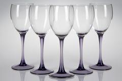 Cinq verres de vin Photographie stock libre de droits