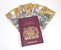 Cinquanta euro note all'interno di un passaporto Fotografia Stock