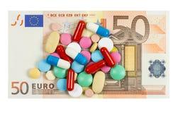 Cinquanta euro pillole del whith della banconota su  Immagine Stock Libera da Diritti