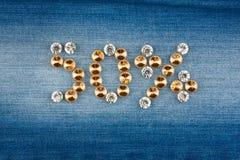 Cinquante pour cent faits à partir des cristaux sur le tissu de jeans Images libres de droits