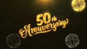 cinquantième célébration heureuse d'anniversaire, souhaits, saluant le texte sur le feu d'artifice d'or illustration de vecteur