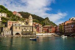 cinque το διάσημο Λα της Ιταλίας κοντά στο spezia θάλασσας θέσεων terre τουριστικό ποικίλλει το vernazza Στοκ Φωτογραφία