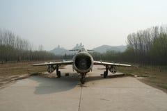 Cinque aerei da caccia abbandonati per la mostra nella zona turistica del fiume Giallo, Cina fotografia stock libera da diritti