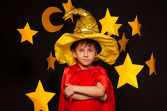 Cinque anni del ragazzo in costume dell'osservatore del cielo Immagini Stock Libere da Diritti