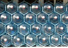 Cinque bottiglie di acqua della plastica di gallone Fotografia Stock Libera da Diritti