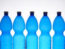 Cinque bottiglie di plastica Fotografia Stock
