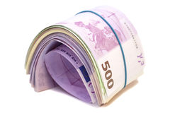 Cinque centesime euro banconote sotto l'elastico immagine stock