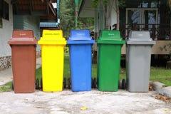 Cinque colori riciclano gli scomparti Fotografie Stock Libere da Diritti