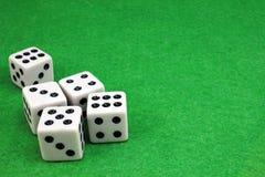 Cinque dadi per il gioco dei dadi Immagini Stock Libere da Diritti