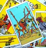 5 cinque di lotta interna di lotta turbolenta indisciplinata di confusione di caos di conflitto della carta di tarocchi delle bac royalty illustrazione gratis