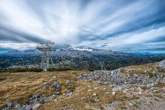 Cinque dita che osservano piattaforma nelle alpi, Austria, spettacolare Fotografie Stock Libere da Diritti