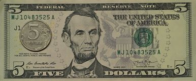 Cinque dollari, cinque rubli Fotografia Stock