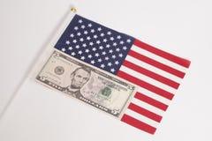 Cinque dollari sulla bandiera americana su bianco Fotografie Stock Libere da Diritti