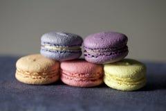 Cinque macarons colourful Fotografia Stock Libera da Diritti