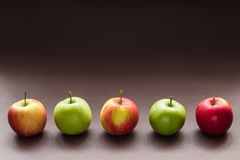 Cinque mele in una riga Immagine Stock Libera da Diritti