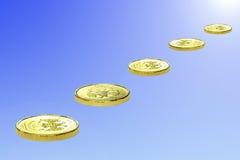 Cinque monete da metallo giallo Fotografia Stock Libera da Diritti