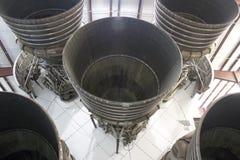 Cinque motori F-1 sotto la luna Rocket di Saturn V Immagine Stock
