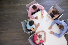 Cinque persone di affari nella riunione Fotografie Stock Libere da Diritti