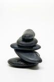 Cinque pietre nere equilibrate isolate Fotografia Stock Libera da Diritti