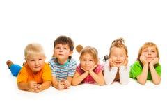 Cinque poco isolati sui bambini bianchi Immagine Stock