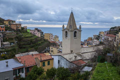 Cinque Terra Italien by vid havet Arkivfoton