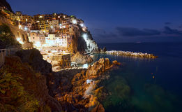Cinque Terre海岸在晚上 免版税库存照片