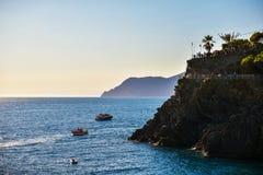 Cinque Terre, Italia - 15 agosto 2017: Bella vista sul mare, destinazione turistica popolare Immagine Stock Libera da Diritti