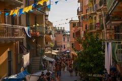 Cinque Terre, Italia - 15 agosto 2017: Via ammucchiata dei turisti Fotografie Stock Libere da Diritti