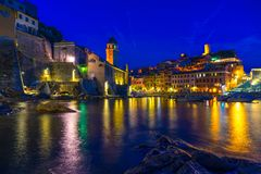 Cinque Terre Italien på natten royaltyfri foto