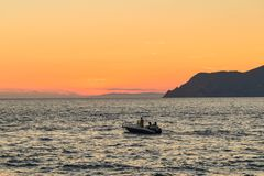 Cinque Terre Italien - 15th Augusti 2017: härlig solnedgångsikt Royaltyfri Fotografi