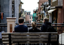 Cinque Terre, les gens sur le banc Image stock