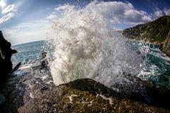 Cinque Terre, ondas Fotos de archivo libres de regalías