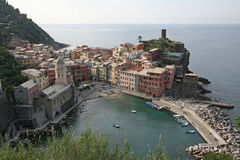 Cinque Terre, Vernazza. Vernazza, view from the footpath.Vernazza is one of five famous villages of Cinque Terre, suspended between sea and land on sheer cliffs stock image