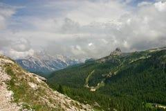 Cinque Torri от Passo Falzarego после дождя стоковое фото
