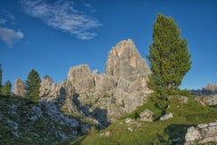 Cinque Torri berg på solnedgången, Dolomites, Veneto, Italien Arkivbild