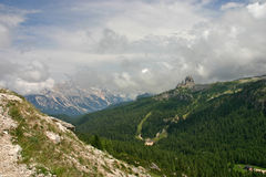 Cinque Torri da Passo Falzarego dopo pioggia Fotografia Stock