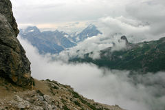 Cinque Torri in nuvole dopo pioggia Fotografie Stock