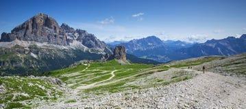 Cinque-torri und Tofana-massiv in den Dolomiten, Italien lizenzfreie stockfotografie