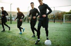 Cinque un corso di formazione laterale della squadra di calcio Fotografia Stock Libera da Diritti
