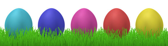 Cinque uova di Pasqua in erba Immagine Stock